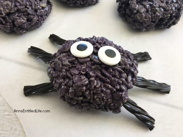 Spooky Spider Treats Recipe. These easy to make Spooky Spider Treats will be a huge hit with your little - and big - witches and ghosts! Perfect for lunchboxes, parties, and afternoon snacks, these spider treats are easy to make and taste so good!