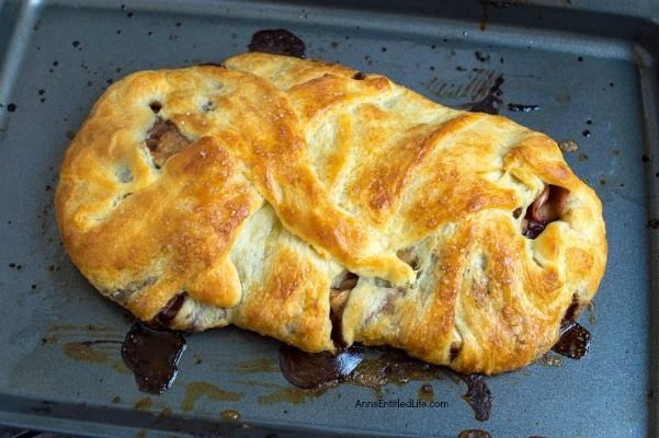 Apple Cinnamon Croissant Cake Recipe. The scent of crisp apples and cinnamon will fill your home while this tasty treat bakes in your oven. Your taste buds will be watering, and oh that first bite! This is simply an outstanding fall dessert recipe. This apple cinnamon croissant cake recipe is so easy to make. Believe me, your entire family will enjoy this fabulous pastry.