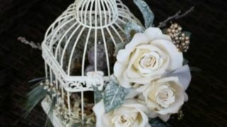 Easy Birdcage Decor: Winter White Flowers