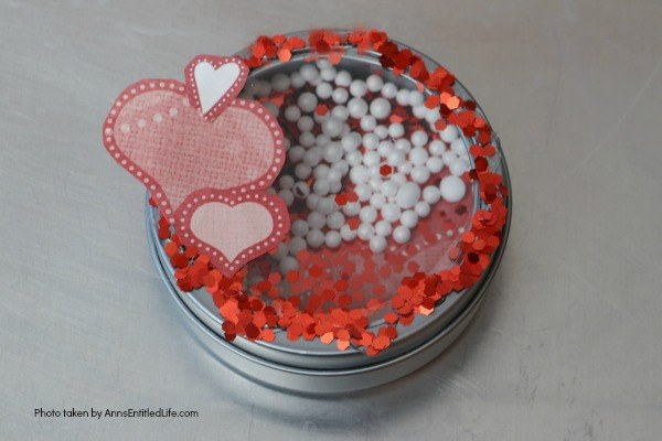 5 Minute Craft: Valentine's Day Heart Magnet. Like easy crafts? This one is a real winner! In only 5 minutes you can create this fun Valentine's Day heart magnet. Perfect for Sweetest Day, Valentine's Day, or a bridal shower this sweet little craft is so simple to make, nearly anyone can do it!