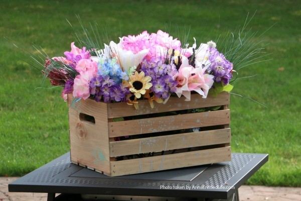 Farmhouse Décor: Age and Stencil a Crate. This easy step-by-step tutorial will give a beautiful weathered look to a new crate. Learn how to