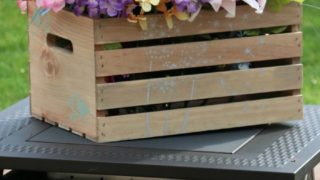 Farmhouse Décor: Age and Stencil a Crate