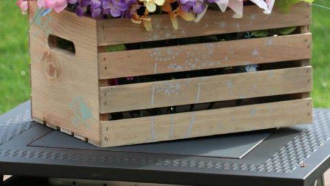 Farmhouse Décor: Age and Stencil a Crate