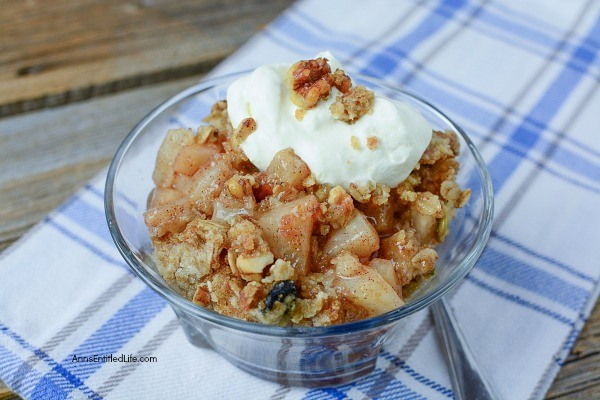 Easy Pear Crisp Recipe. This fantastic, easy to make pear crisp recipe is so sweet and tasty! As a bonus, it smells heavenly! The sweet taste of fall is on your tongue with this perfect recipe for those freshly harvested pears.