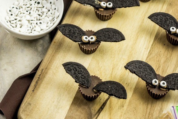 Easy Halloween Bats Candy Treats. These spooky little bats are made with only 4-ingredients and wow  do they taste great! Easy to make, these delicious candy bats are perfect for the lunchbox, afternoon snack, or a Halloween party. Your little ghosts and goblins will love these tasty Halloween treats.