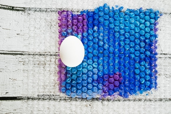 Bubble Wrap Egg Decorating. Use these step-by-step tutorial instructions to learn how to decorate eggs using bubble wrap! This is an easy egg decorating idea that the whole family can master in minutes.
