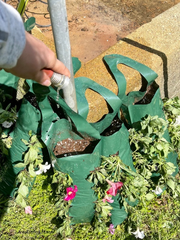 How to Make Hanging Flower Bags. Want to dress up your outdoor living area for less? Make your own hanging flower pouches using the instructions in this complete guide. Using your favorite flowers that drape, these easy-to-make flower bags are perfect for deck railings, deck posts, lamp posts, hanging basket hooks, or even to decorate your mailbox! This terrific vertical flower bag allows you to bring a garden anywhere.