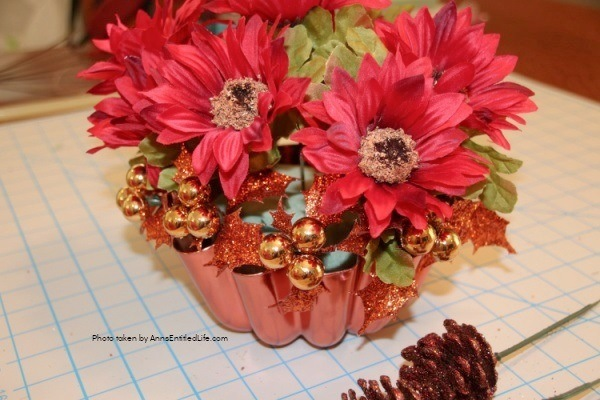 Vintage Copper Jello Mold Centerpiece. Using an old copper jello or baking mold as the base, make this beautiful centerpiece, perfect for your kitchen table or side table. Follow the step-by-step instructions to make this terrific centerpiece in about 15 minutes. You can fully customize this floral arrangement to match any decor or season.